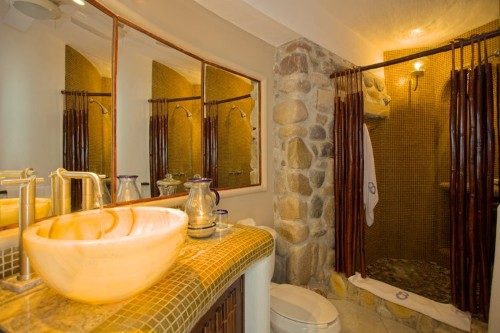 New Ocho Cascadas Villa 4 guest bathroom